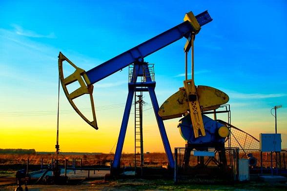Dịch COVID-19 phức tạp khiến giá dầu giảm mạnh