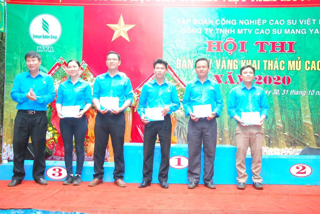 Bàn tay vàng Cao su Mang Yang: Giải nhất công nhân đồng bào dân tộc