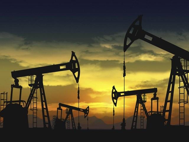 TT năng lượng TG ngày 17/4: Giá dầu Brent tăng gần 3%, khí tự nhiên tăng 5%