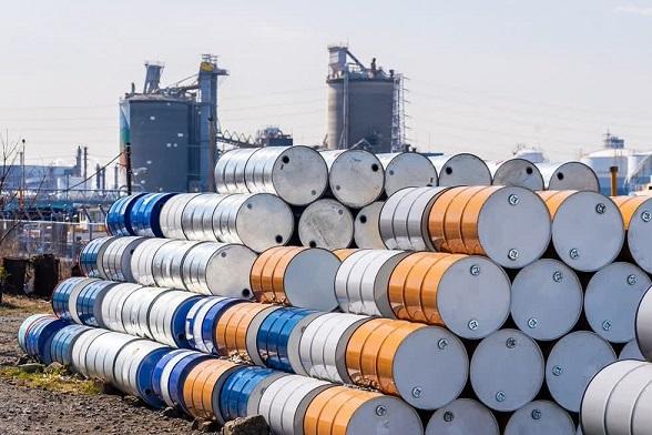 Giá dầu giảm nhẹ nhưng vẫn ở mức cao trong vòng 5 tháng qua