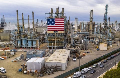 Giá xăng dầu hôm nay 4/1: Đứng ở mức cao nhất sau hai năm