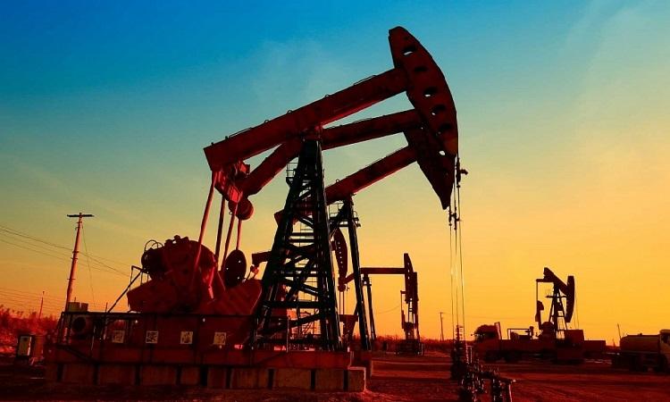 Giá xăng dầu hôm nay 6/1: Tăng vọt 5%
