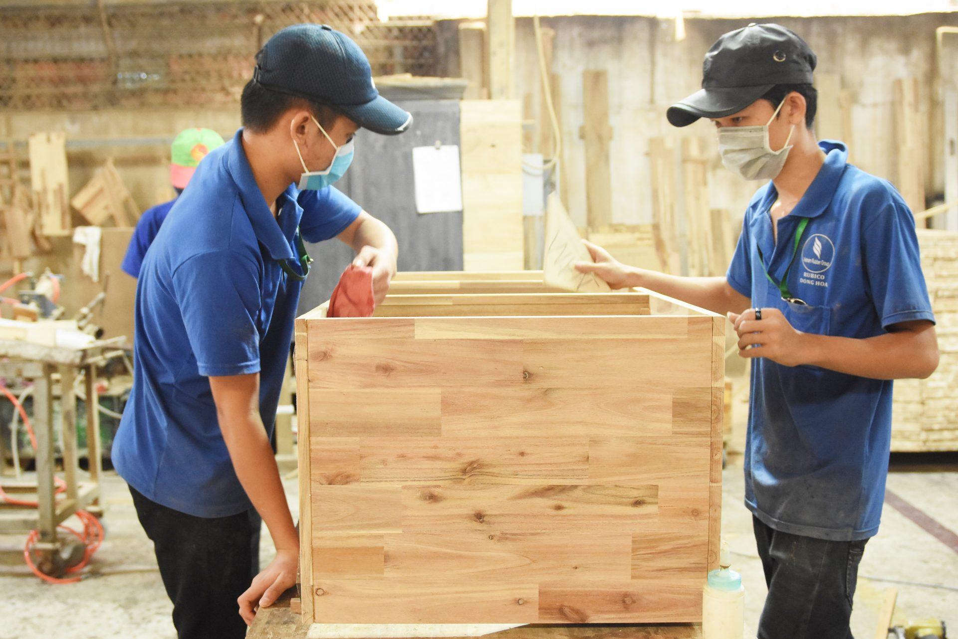 Rubico đẩy mạnh sản xuất đồ gỗ nội thất giả cổ