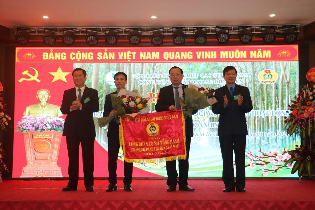 Cao su Điện Biên: Người lao động có việc làm, thu nhập ổn định