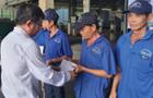 Hội doanh nhân trẻ VRG trao quà công nhân khó khăn