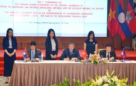Hội nghị lần thứ 7 Ủy ban Đối ngoại Quốc hội ba nước Campuchia-Lào-Việt Nam ra Tuyên bố chung
