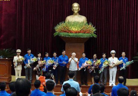 Đảng viên trẻ Mai Duy Tuấn được Tổng bí thư, Chủ tịch nước tặng hoa chúc mừng