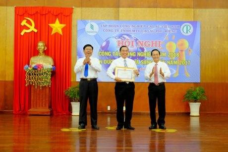 Cao su Phú Riềng khen thưởng 74 cá nhân sáng tạo