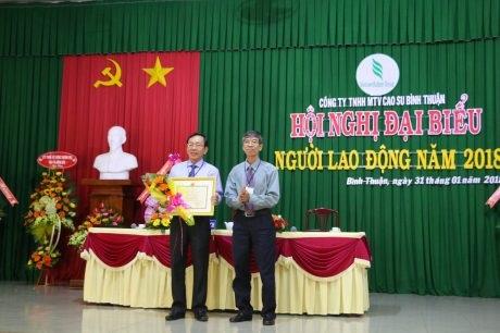Cao su Bình Thuận khen thưởng hơn 3,6 tỷ đồng cho người lao động