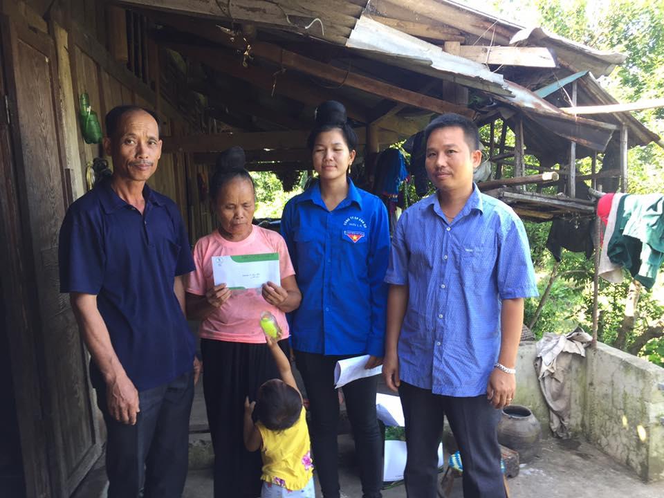 CTCP Cao su Sơn La hỗ trợ học sinh con em công nhân bị lũ đến Trường