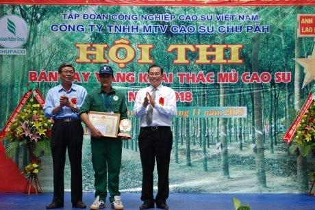 """Võ Đình Văn đạt """"Bàn tay vàng"""" Cao su Chư Păh"""